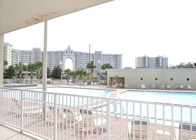 Ariel Dunes II community pools