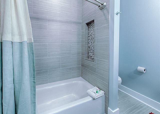 Shower/Tub Combo Bathroom #4