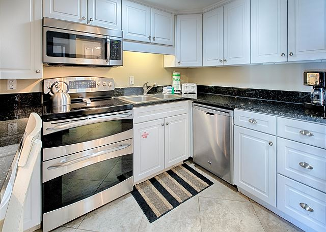 Upgraded and Spacious Kitchen