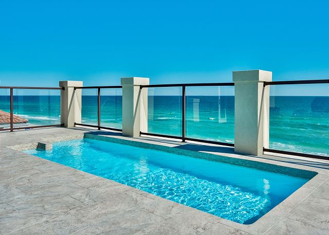 Fourth Story Rooftop Pool!