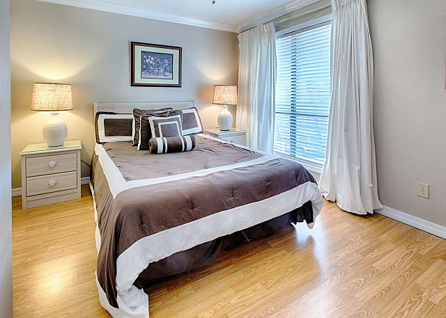Spacious Bedroom with Queen Sized Bed and Private Bath