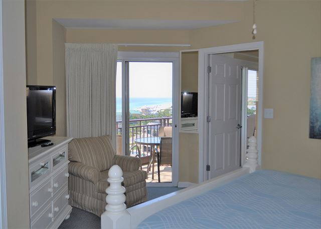Master bedroom with balcony access & Gulf view