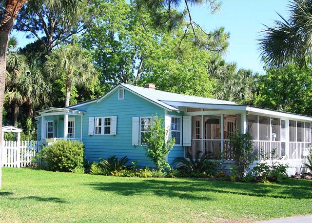 Welcome to Paradise! Tybee Tides Cottage! This cottage overlooks Horsepen Creek; spectacular sunsets await you!!