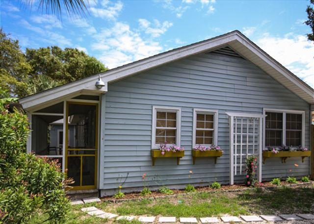 Welcome to Blue Moon Over Tybee! Completely renovated and all brand new! The perfect little beach cottage!