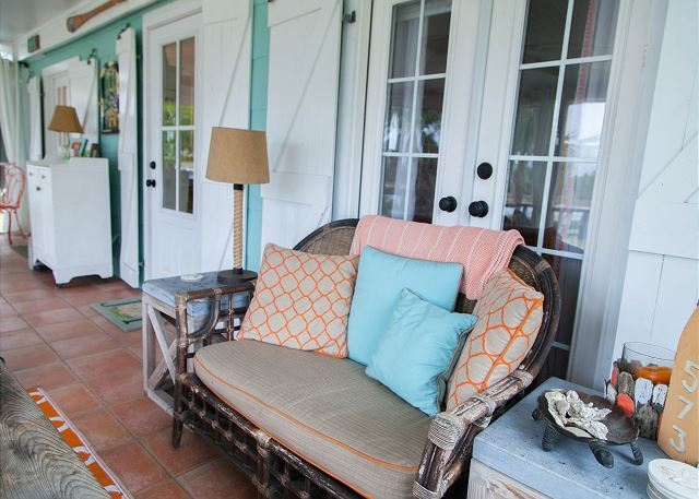 Stupendous Tybee Tides Circa 1930 Home Interior And Landscaping Transignezvosmurscom
