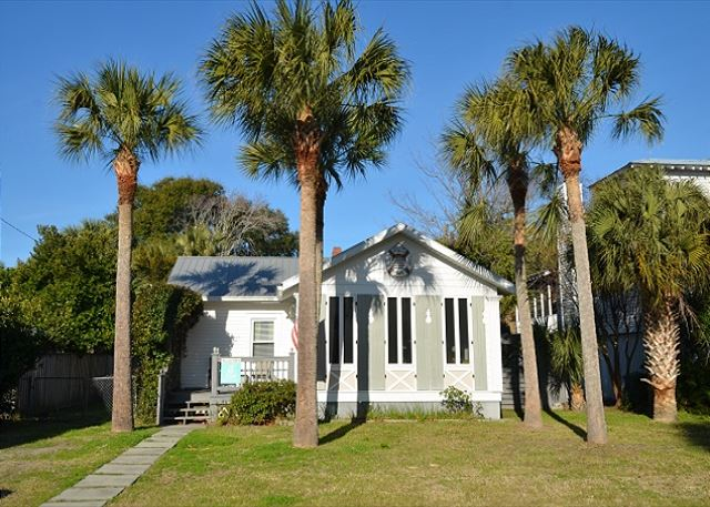 Tybee Daze Cottage - front view.