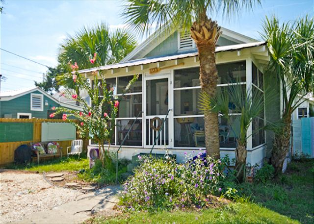 Welcome to Greene Cottage! Vintage 1930's cottage fully restored by a Georgia family who fell in love with Tybee Island!