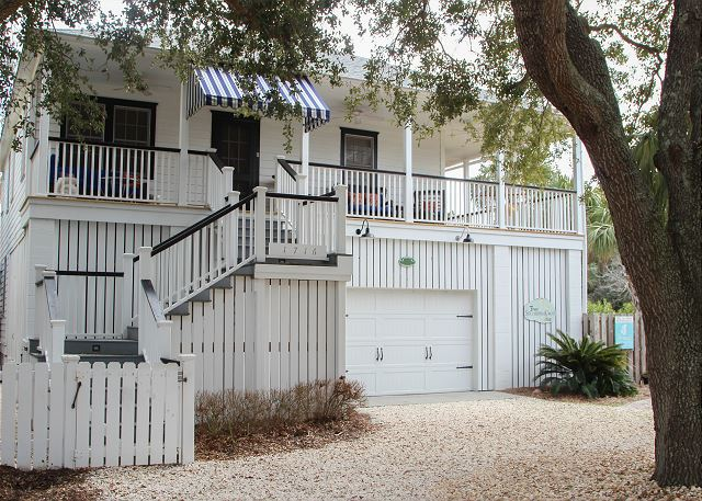 Welcome to beautiful Southern Cross!  Wonderful, raised Tybee beach cottage!