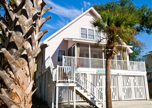 Welcome to Barefoot Children! Family-friendly cottage 2 blocks from the beach!