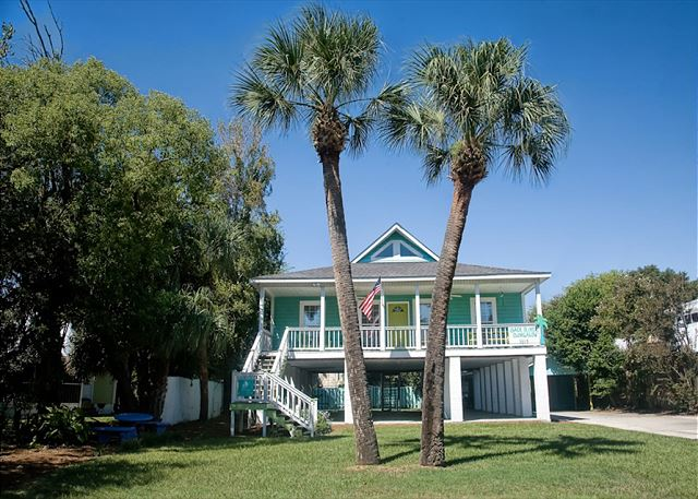 Come and experience a truly magical stay in the Back River District on the southern part of Tybee where you can stroll under the stars and feel the breeze!