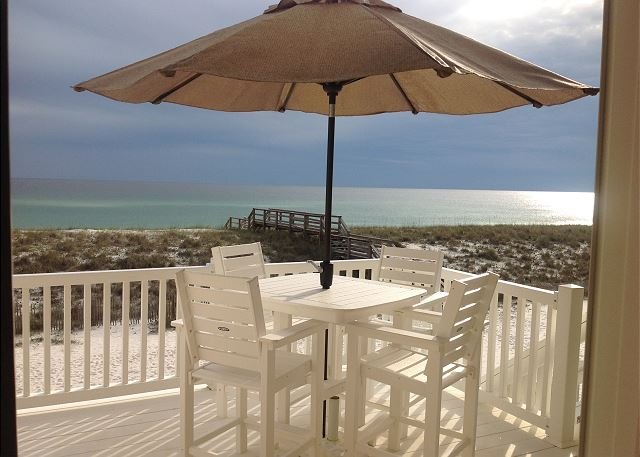 Directly located on the Gulf of Mexico with steps to the beach walkover