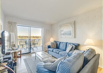 Nautical Watch 106 - Oceanfront - Windy Hill Section, a Vacation Rental in Myrtle Beach