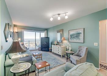 Nautical Watch 202 - Oceanfront - Windy Hill Section, a Vacation Rental in Myrtle Beach