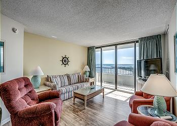 Sea Winds 109 - Oceanfront - Windy Hill Section, a Vacation Rental in Myrtle Beach