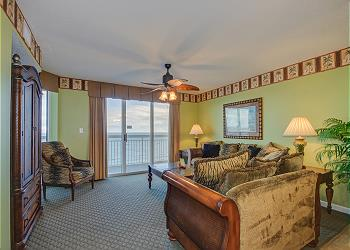 Crescent Shores S - 1507 - Oceanfront-Crescent Beach Section, a Vacation Rental in Myrtle Beach