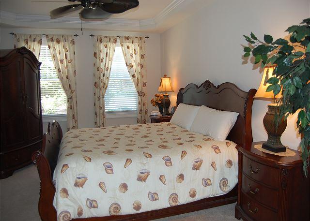 Master Bedroom w/1 Queen