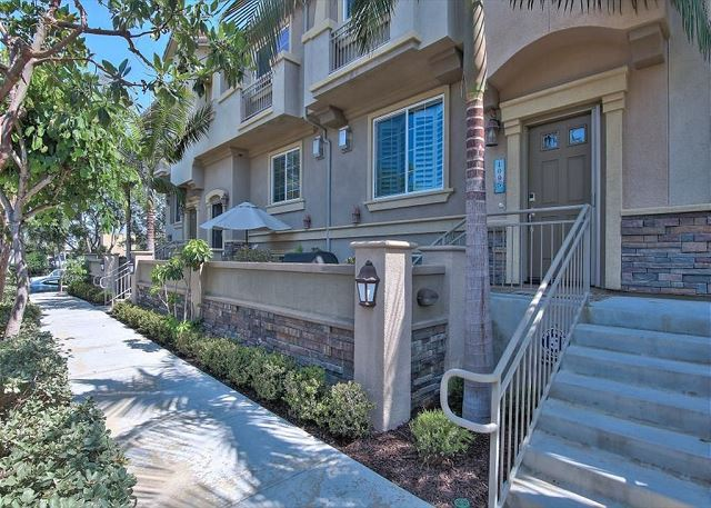 Carlsbad Upscale Townhouse - Near Carlsbad State Beach!
