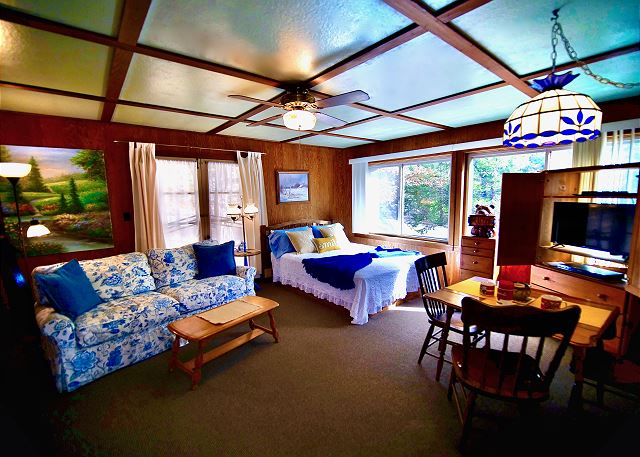 Welcome to Tuckett Inn!