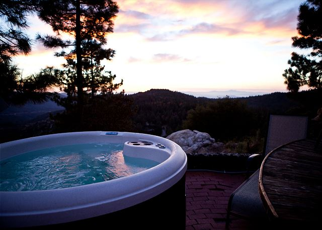 Hot tub with amazing views private and secluded