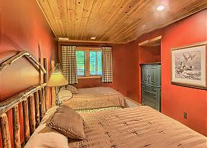 Second Bedroom with Two Queen Beds and TV.