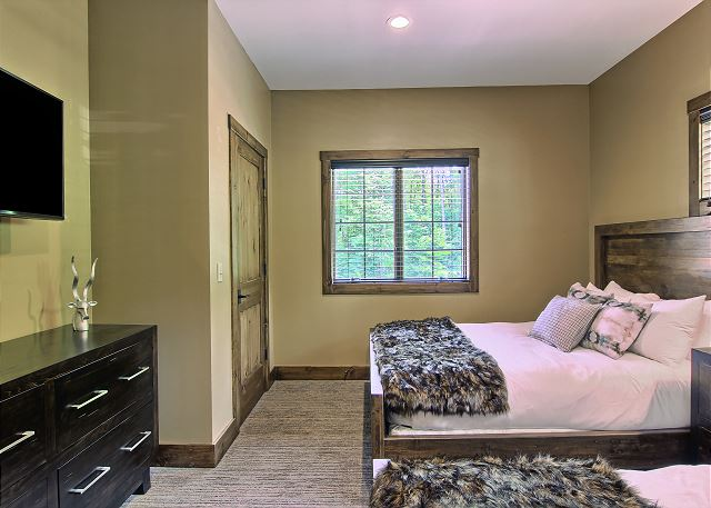 Second Bedroom on Main Level with 2 Queen Beds