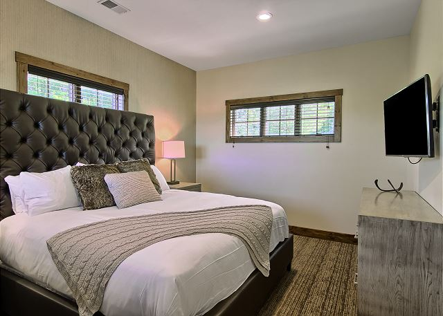 Main Level Master with King Bed and En Suite Full Bathroom