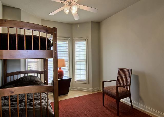 twin bunk room on main level