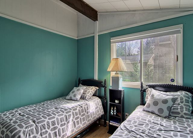 Bedroom #2 with 2 Twin Beds