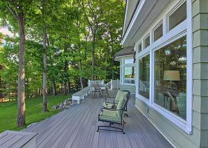 great deck to sit and enjoy the lake view