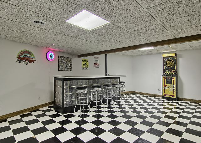 lower level recreation room /bar area