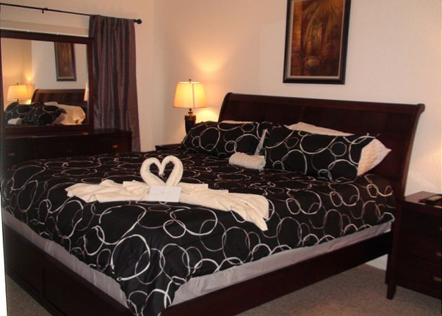 King Bed in Master Bedroom, Flat Screen Cable TV, Walking Closet, Private Bathroom