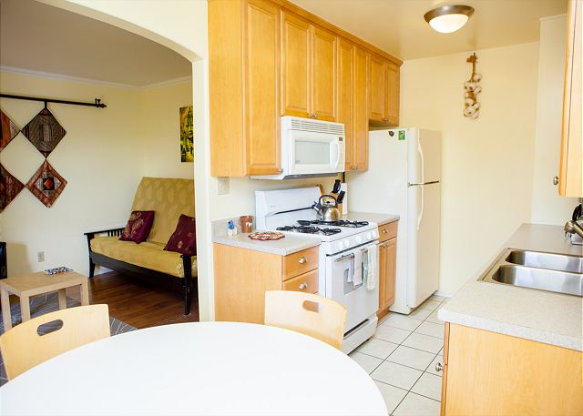 Mission Hills Tropical Spanish Condo - 2 MINUTES TO DOWNTOWN! - San Diego, California