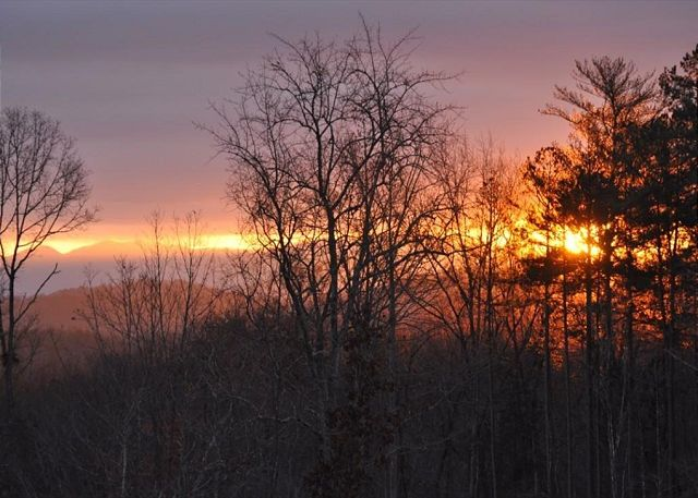 Enjoy beautiful Morning Sunrises each morning from the cabin