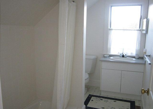 Guest Bathroom (2nd Floor)