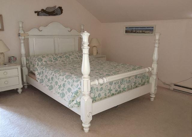 Master Bedroom (Upper level)