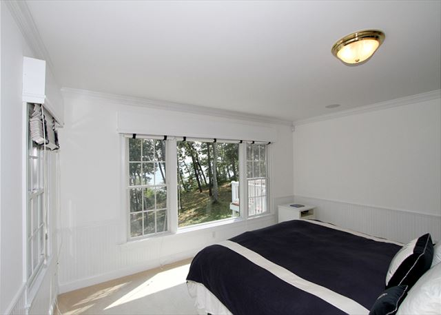 Master Suite- Wake up to views of Long Pond and the sunrise