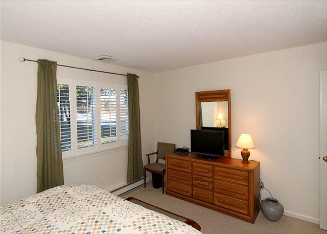 Master bedroom alternate view