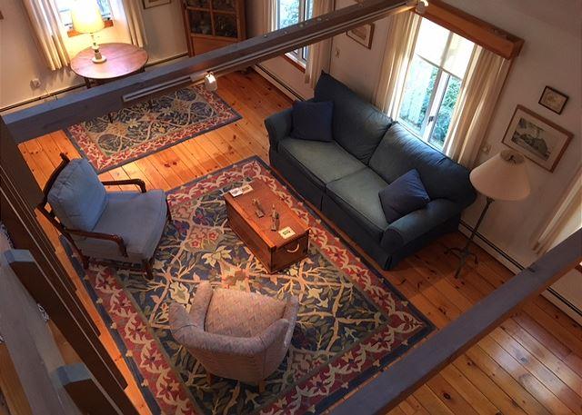 Living room (alternate view)