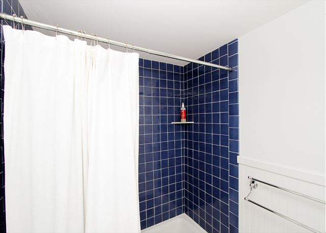 Full Bath (alternate view)