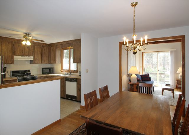Open kitchen to dining