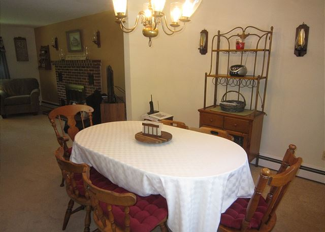 Dining area seats 6