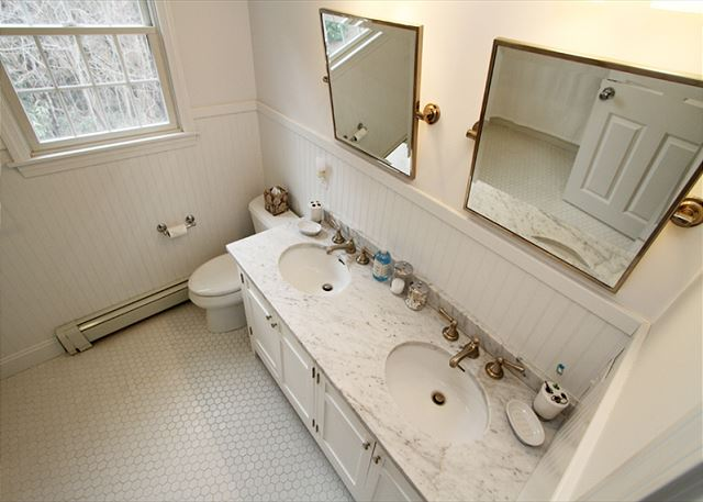 Full Bath (2nd Level)