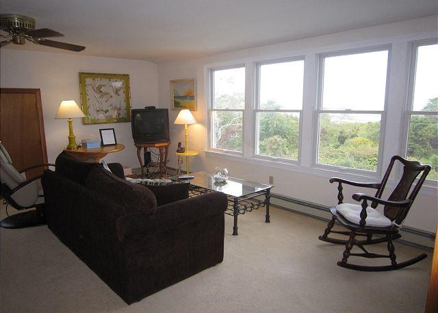Sitting area (alternate view)