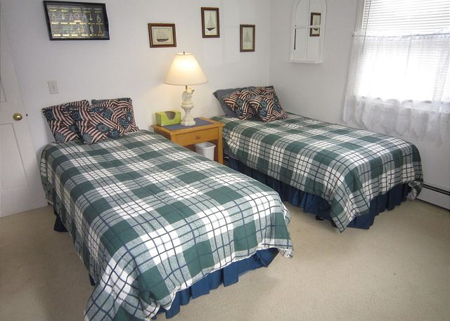 Bedroom #2: Two twin beds