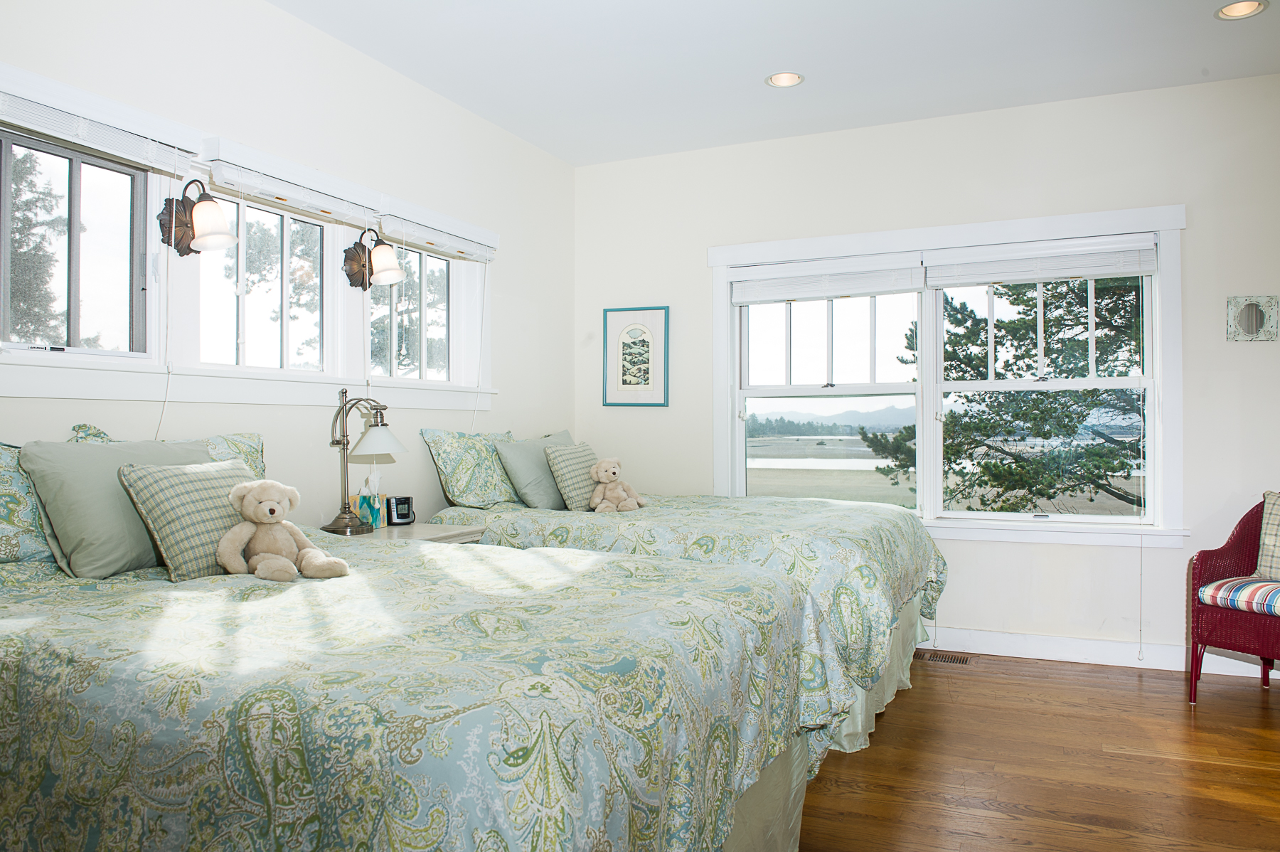 Big House Inside Bedroom big house - little beach - oregon beach vacation rentals
