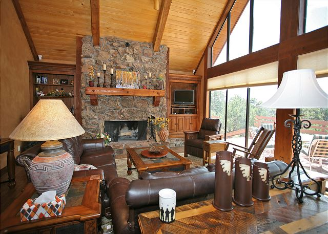 Luxury Mountain Retreat on 40 acres - Amazing Views - Gourmet Kitchen - A/C