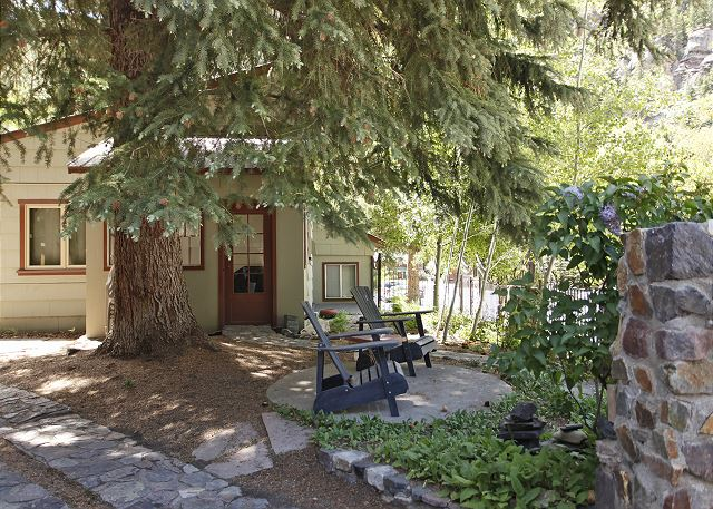 Charming Cottage - Two Blocks from Main Street - Free Night Offer