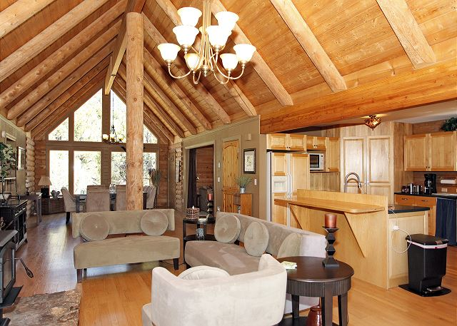 Colorado Log Home - Dramatic Mountain Views - Pet Friendly