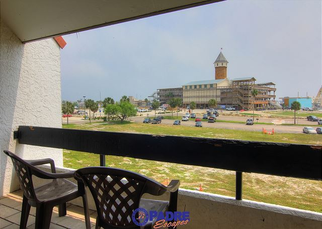 Living room balcony view of Schlitterbahn water park
