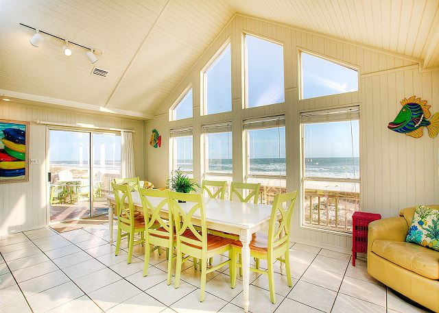 Dining Area with Beach access and AWESOME View